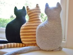 knit cat decoration